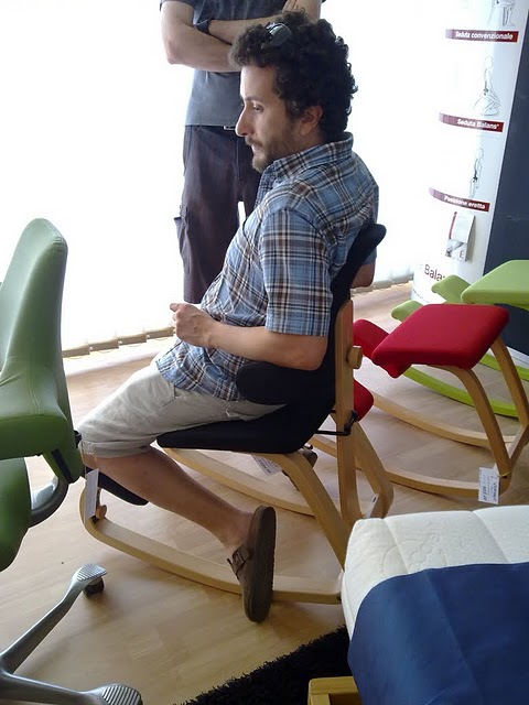 best sedia stokke thatsit ergonomica alessandro del team nerdgranny durante un test sulla. Black Bedroom Furniture Sets. Home Design Ideas